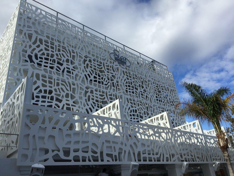 Placas pvc lacadas blanco. Hotel puerto Banús. luxury metal system